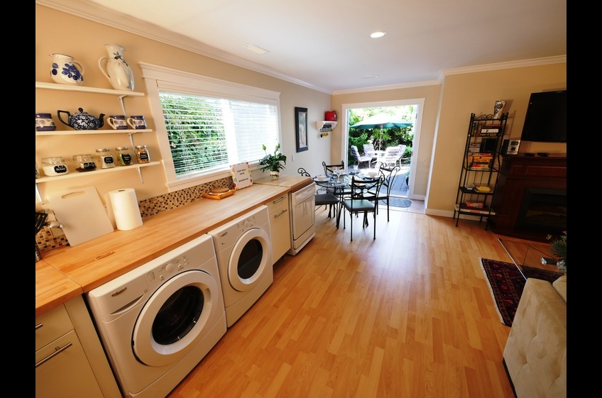 Ferry Walk House offers full kitchen facilities, including washer & dryer