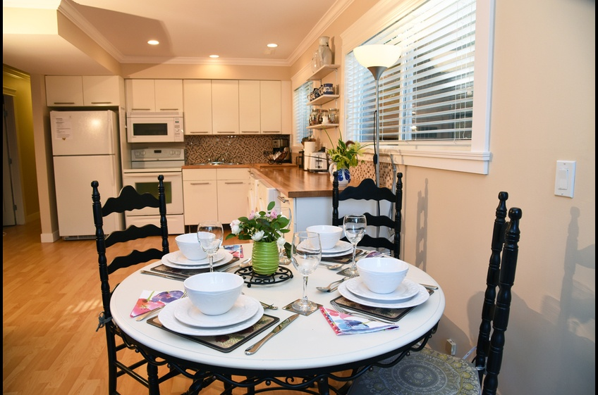 Enjoy dining for 4 guests at Ferry Walk House, Horseshoe Bay, West Vancouver, BC